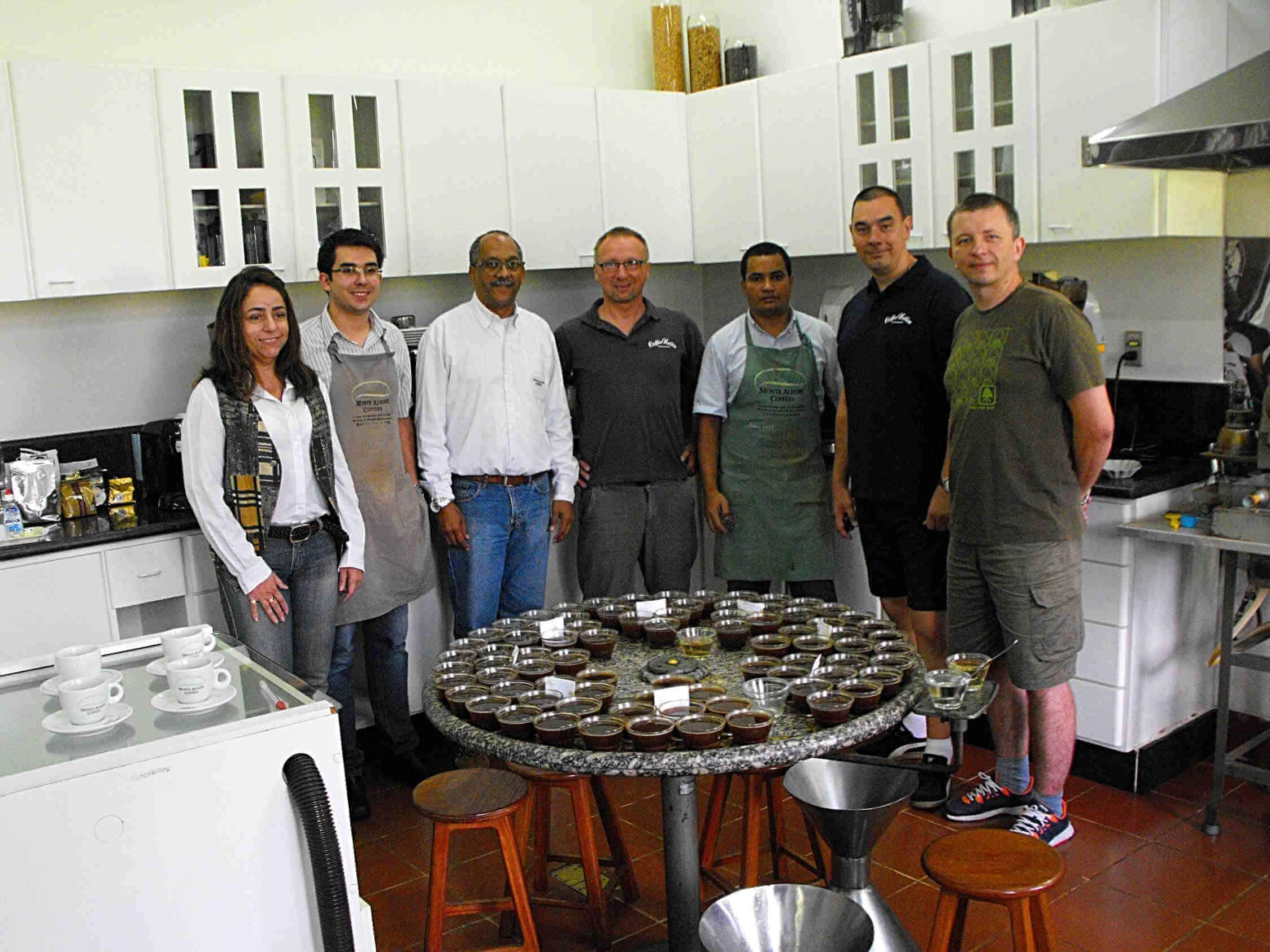 Cupping wBrazylii – Wraz znaszymi klientami wybieraliśmy najlepsze kawy wtrakcie cuppingu naplantacji Monte Alegre.